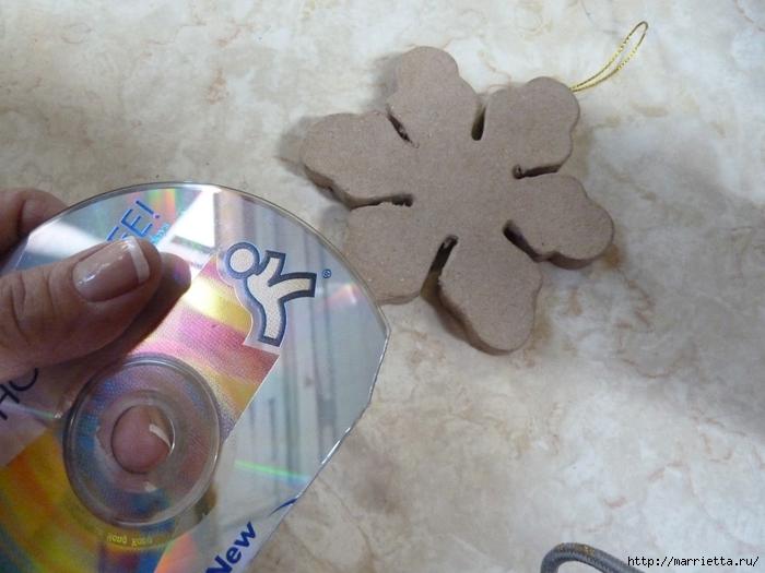 Елочные игрушки с мозаикой из CD дисков (5) (700x525, 239Kb)