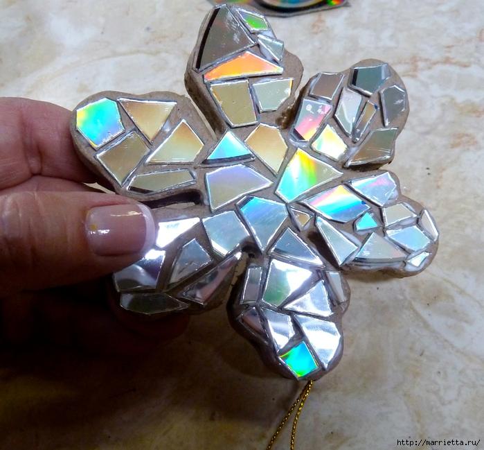 Елочные игрушки с мозаикой из CD дисков (10) (700x649, 336Kb)