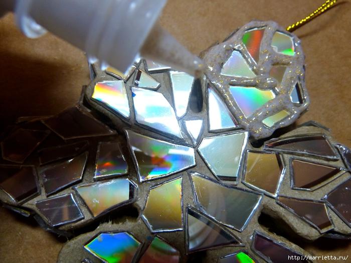 Елочные игрушки с мозаикой из CD дисков (14) (700x525, 295Kb)