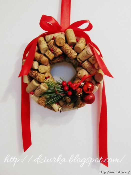 Стильный рождественский венок из винных пробок (2) (524x700, 239Kb)