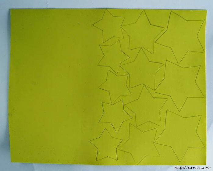 Наряжаем новогоднюю елочку золотыми звездами из бумаги (1) (700x561, 179Kb)