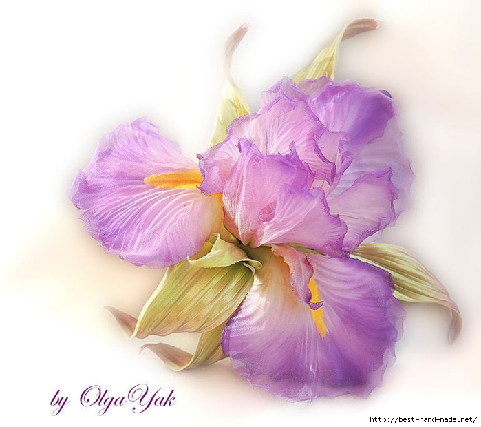 Цветок ирис из ткани