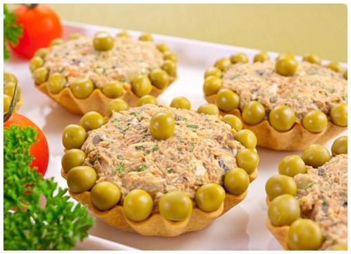 Тарталетки с салатом «Оливье»
