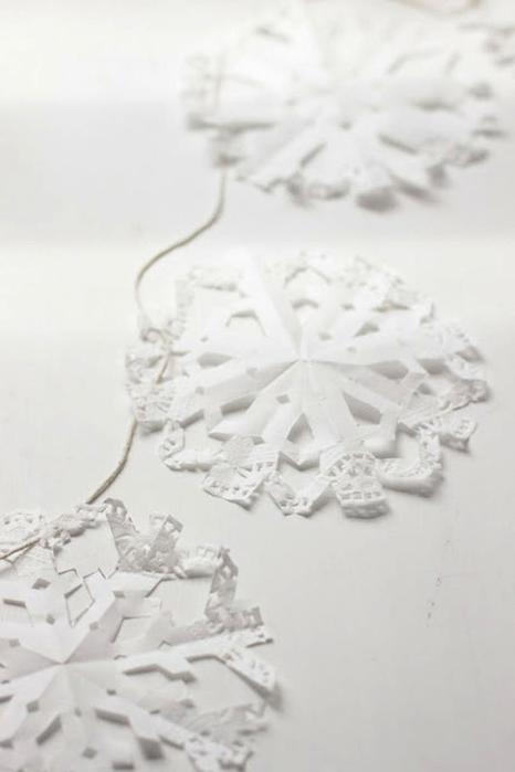 Идеи — как красиво украсить дом снежинками на Новый год и Рождество