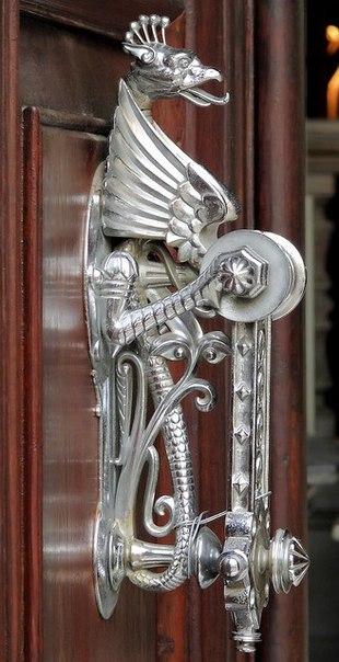 необычные дверные ручки 2 (310x604, 180Kb)
