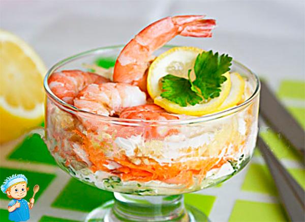 Салат с креветками в креманке