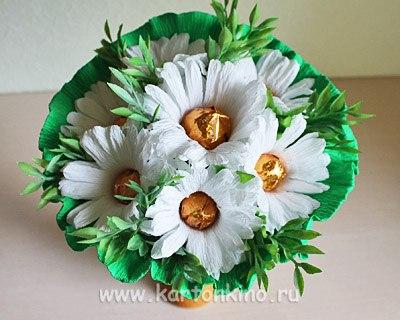 Цветы из ткани с конфетами