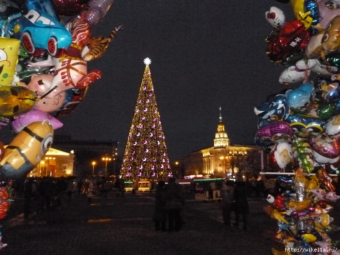 Новогодняя площадь Ленина6-шарики (700x525, 306Kb)
