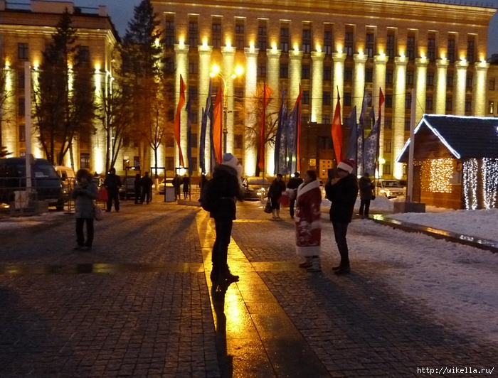 Новогодняя площадь Ленина-Администрац (700x532, 320Kb)