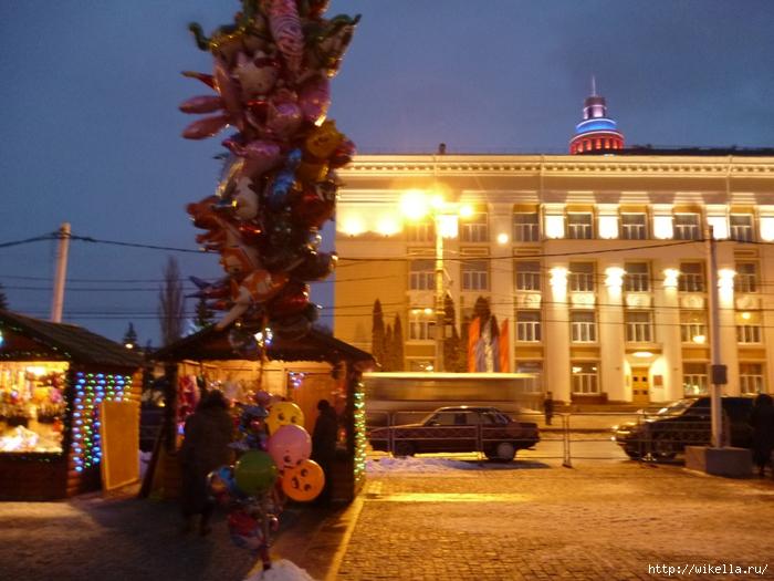 Новогодняя площадь Ленина-Никитинка (700x525, 285Kb)