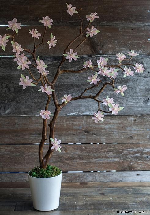 Веточка цветущей вишни из гофрированной бумаги (5) (490x700, 304Kb)