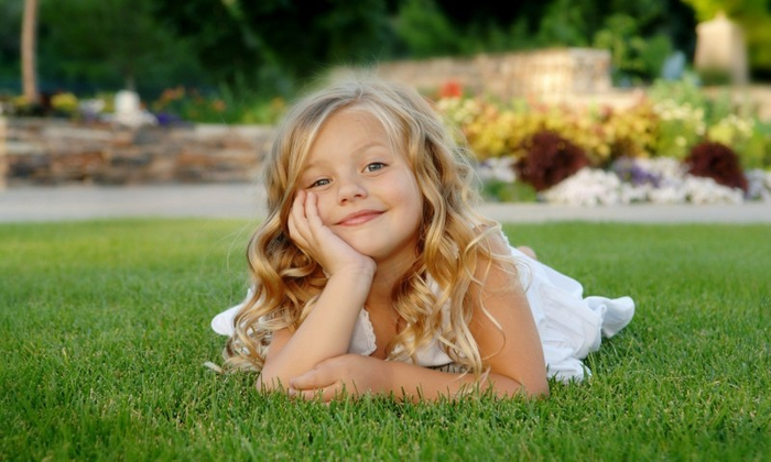 kid-girl-smile-grass-blonde-480x800 (700x420, 309Kb)