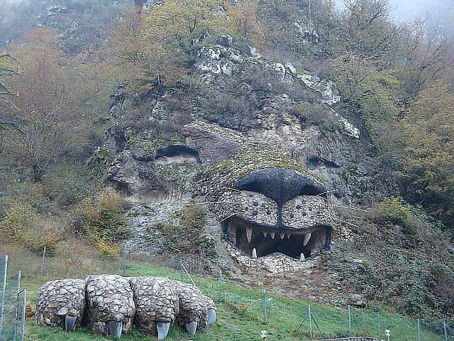 Каменный Лев! Красота находится в Армении (640x480, 434Kb)