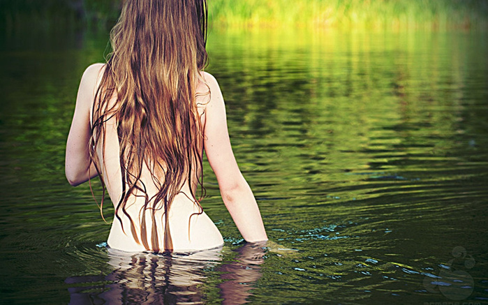 Чувственные девушки в воде