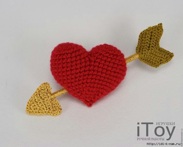 вязаный магнит, вязаное сердце на день всех влюбленых, сувенир на день всех влюбленых,