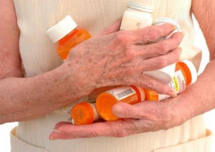 Лекарство – яд. А старики хотят его побольше. (423x300, 17Kb)