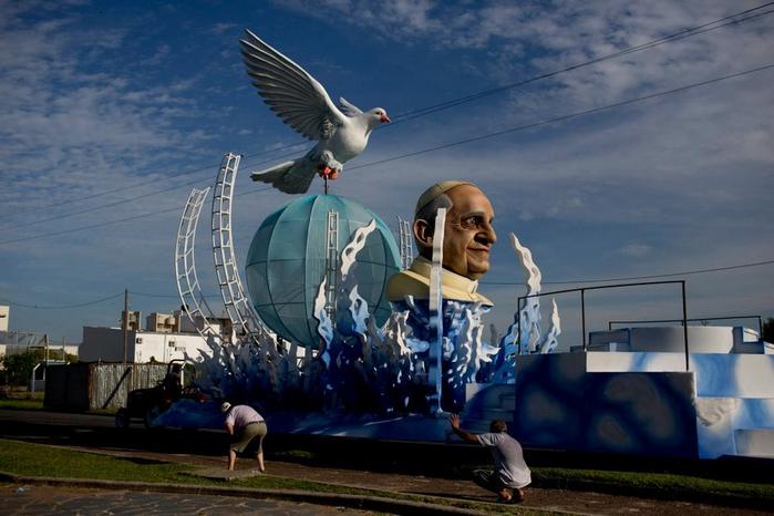 карнавал в честь папы римского аргентина 2 (700x466, 313Kb)
