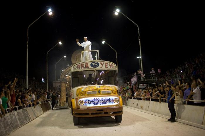 карнавал в честь папы римского аргентина 4 (700x466, 232Kb)