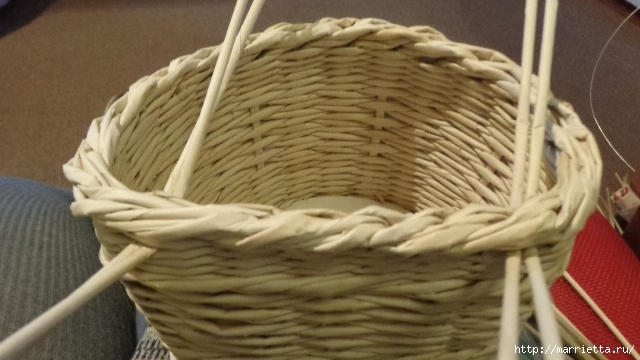 Способ плетения ручки для корзинки из газет (18) (640x360, 169Kb)