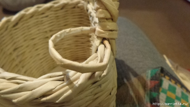 Способ плетения ручки для корзинки из газет (26) (640x360, 148Kb)