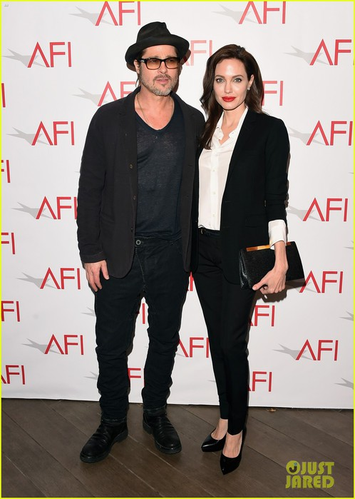 angelina-jolie-honors-unbroken-at-afi-awards-with-brad-pitt-03 (498x700, 75Kb)