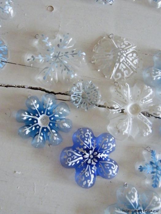 Снежинки из пластиковых бутылок (1) (525x700, 245Kb)