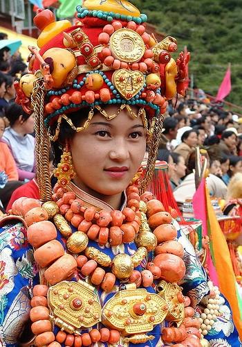 национальные костюмы жителей тибета 1 (350x500, 240Kb)