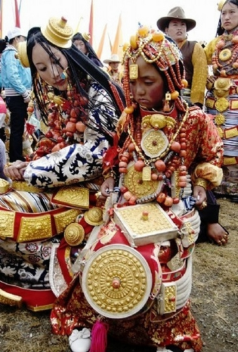 национальные костюмы жителей тибета 3 (338x500, 203Kb)