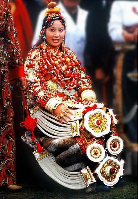 национальные костюмы жителей тибета 8 (475x684, 216Kb)