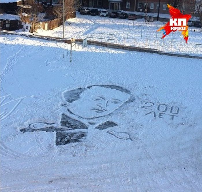 Дворники рисуют на снегу