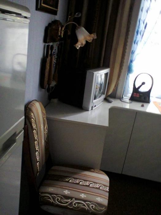 Для комплекта и стул обтянула той же тканью, что и на окне (525x700, 197Kb)