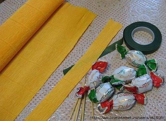 Как сделать факелЦветы из конфет своими руками