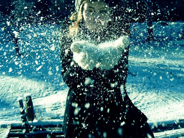 http://img1.liveinternet.ru/images/attach/c/0/119/89/119089847_Let_It_Snow_by_alleloveart.jpg