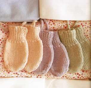 Царапки для новорожденных своими руками спицами