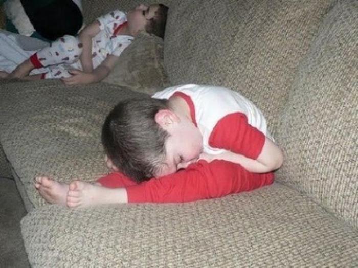 Фотографии 15 малышей, которые могут уснуть где угодно