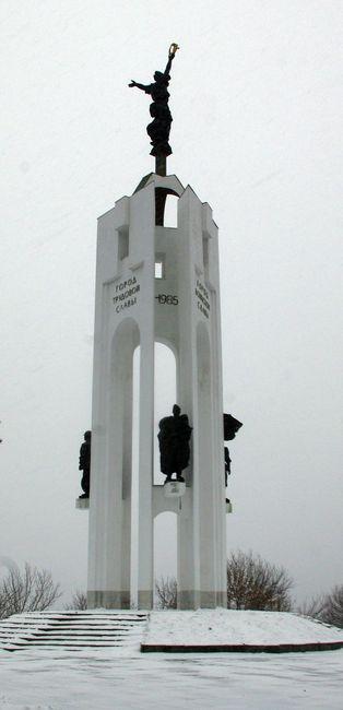 Брянск. Памятник Пересвету и Бояну./1413032_IMGP2166 (314x650, 78Kb)