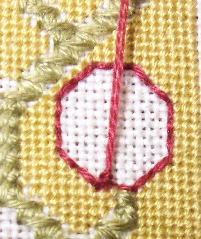 Спиральный шов в вышивке. Два фото мастер-класса (25) (397x473, 225Kb)