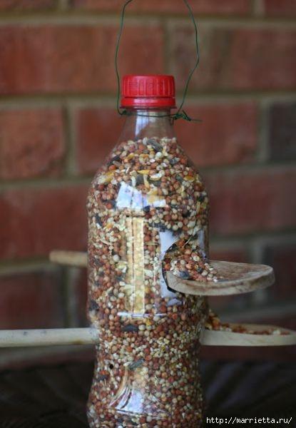 Для птиц. Кормушка из пластиковой бутылки (5) (415x600, 107Kb)