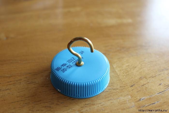 Для птиц. Кормушка из пластиковой бутылки (13) (700x466, 171Kb)