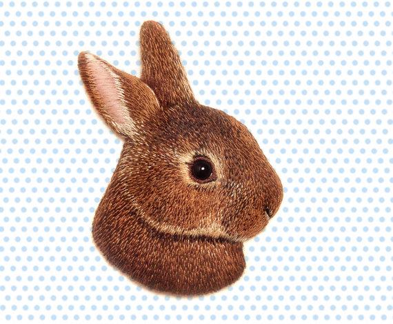 Вышивка гладью кролик брошь 48
