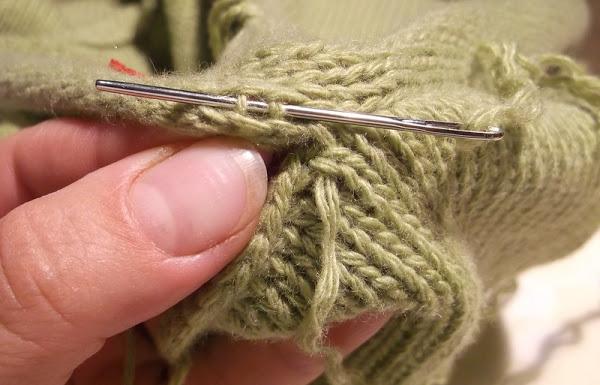 Как красиво сшить рукав связанный спицами 29