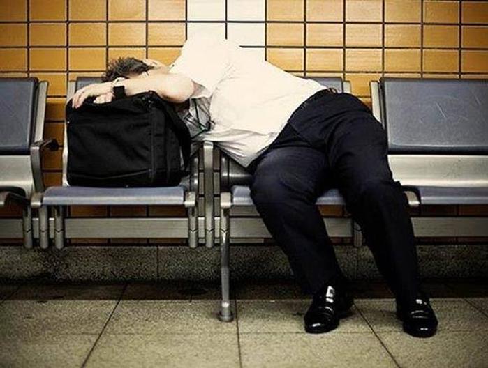 Фотопроект Адриана Стори: спящие на улицах Токио 120398781 021215 1626 planetor4