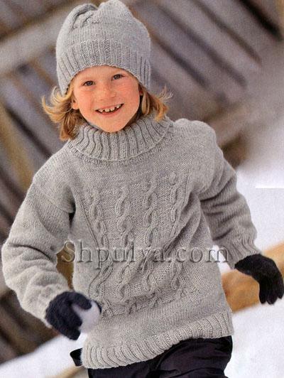 Серый свитер с косичками и