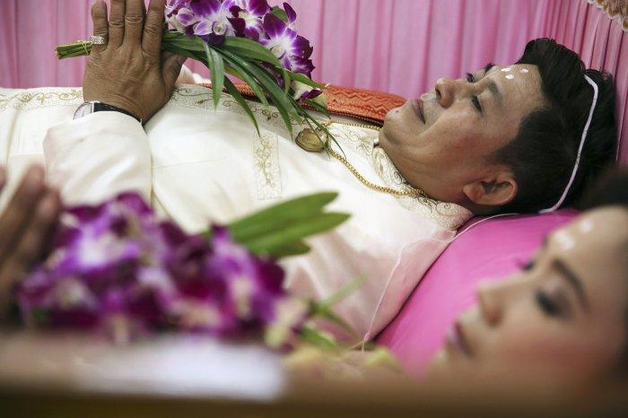 свадьба в гробу таиланд 2 (700x466, 221Kb)
