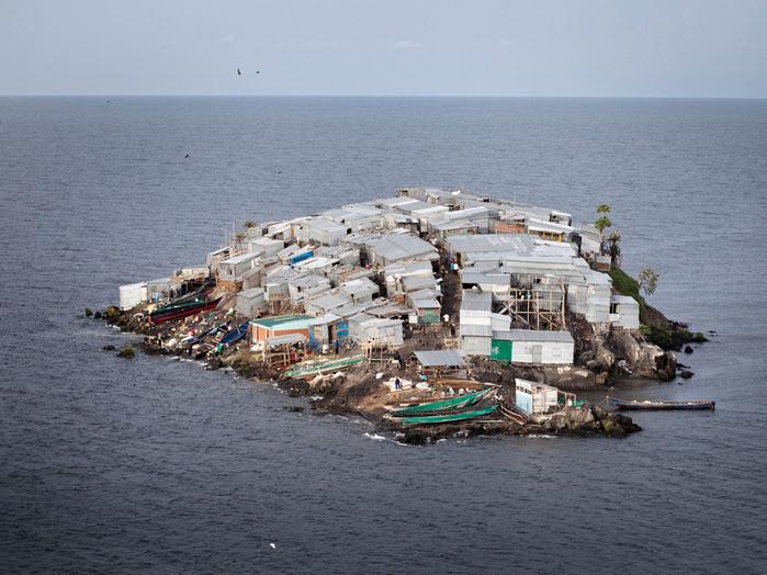 самый густонаселенный остров в мире Санта-Крус-дель-Истоле 2 (700x524, 429Kb)
