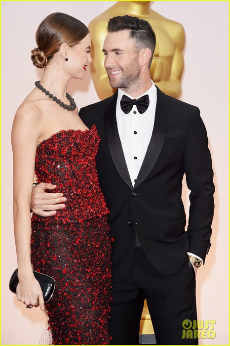 adam-levine-behati-prinsloo-oscars-2015-red-carpet-04 (466x700, 82Kb)