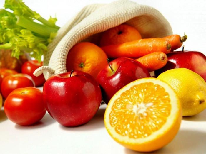 5670194_vegetablesfruitsorangescarrotstomatoesappleslemonswhitebackground_53602916 (700x525, 76Kb)