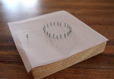 Панно с птичками из ниток и гвоздей (6) (400x278, 117Kb)