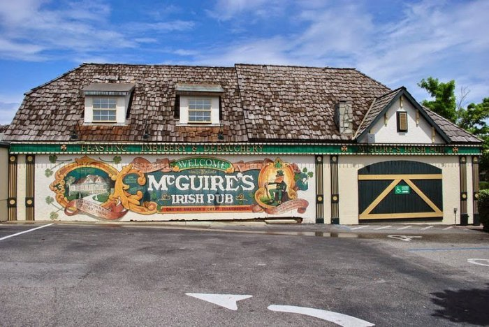 4552399_McGuires_Irish_Pub_ (700x468, 95Kb)