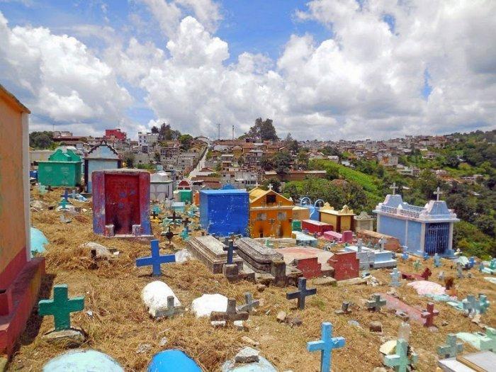 разноцветные кладбища гватемалы 1 (700x525, 377Kb)